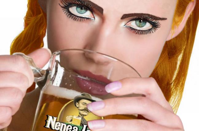 Fata care bea bere vrea sa faca sex