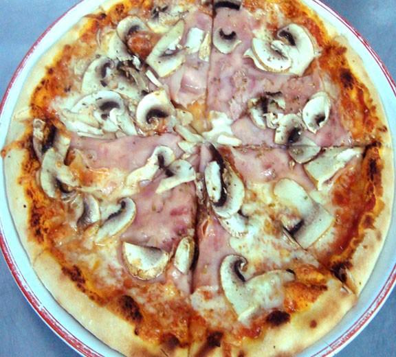 Pizza Capriciosa la Beraria Nenea Iancu Bucuresti - Centrul Vechi